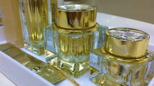 アスタキサンチン化粧品の効果とは?おすすめの化粧水やジェル!