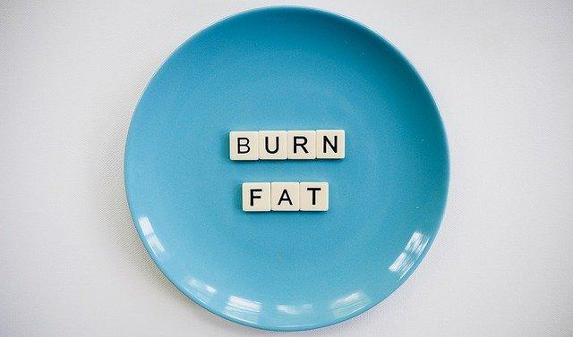 皮下脂肪の落とし方を解説!おすすめの成分とは?